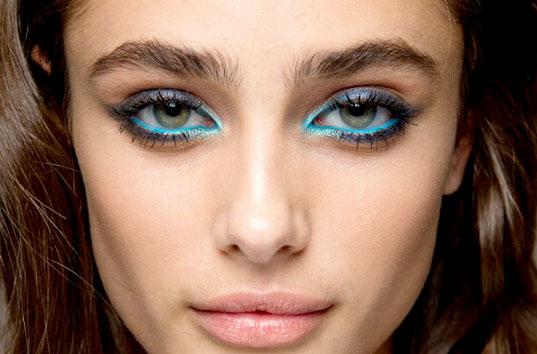 Diez formas de pintarse los ojos: delineado de color