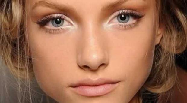 Diez formas de pintarse los ojos: iluminador en los ojos