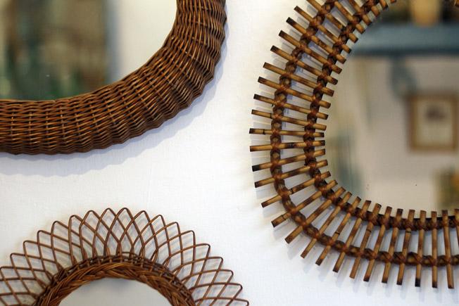 Composición de espejos franceses vintage, en caña de bambú y mimbre