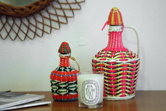 Botella y mini botella Scoubidou, en rosa chicle y coral, procedentes de Francia, años 60