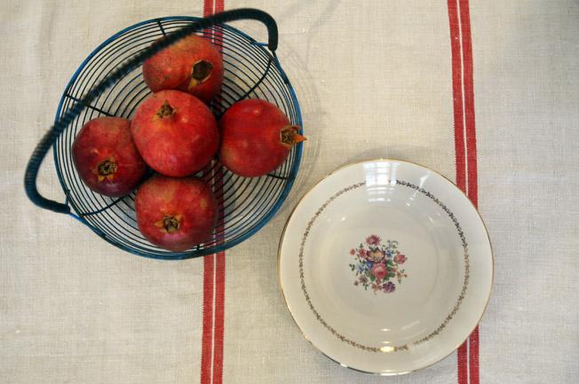 Frutero y plato de porcelana pintado a mano