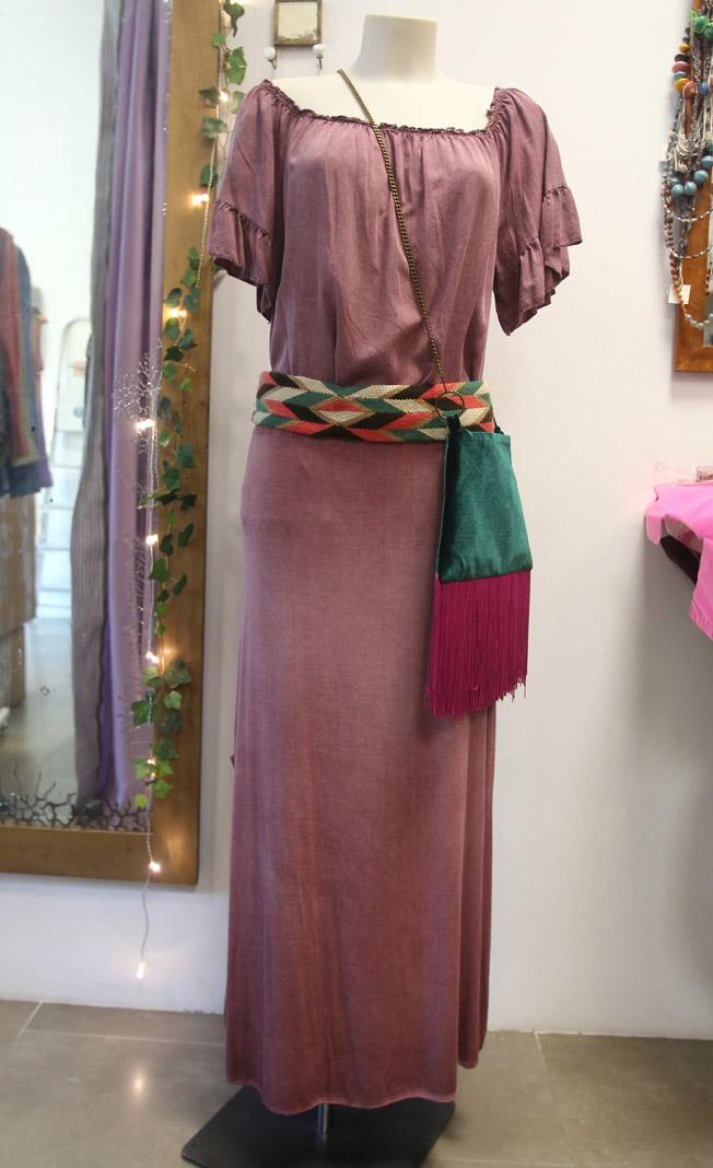 Falda larga pitillo de algodón en buganvilla con blusa de manga volante y cinturón Fajin Mark