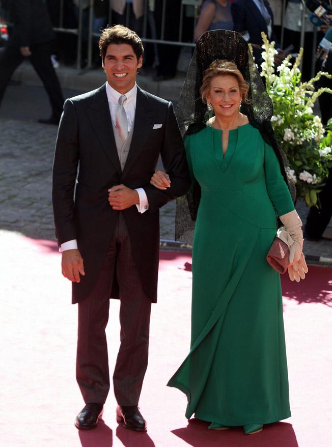 Cayetano Rivera, con su suegra. CORDON PRESS