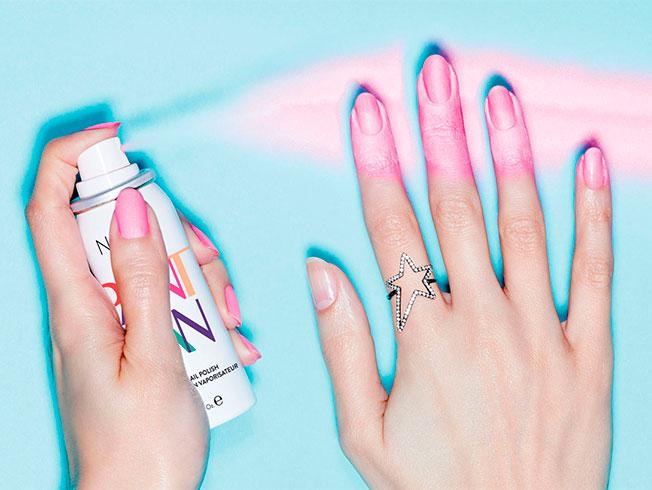 Esmalte en spray, lo último en manicura