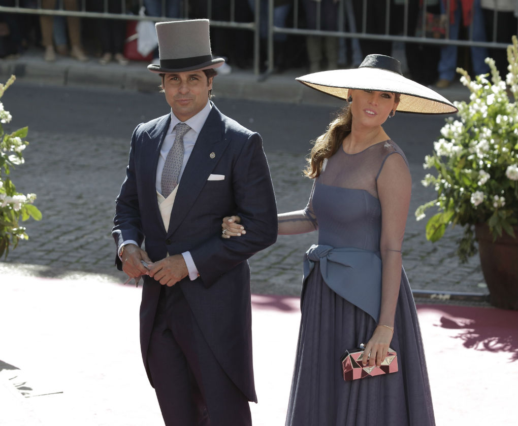Entre las más elegantes, Lourdes Montes, cuñada de Eva y Cayetano que luce vestido de Roberto Diz