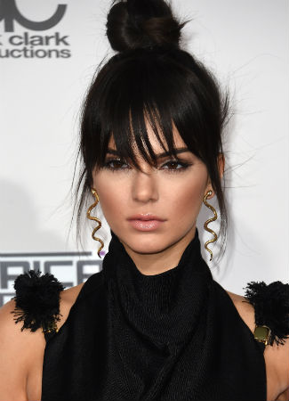 Kendall Jenner con flequillo. AFP