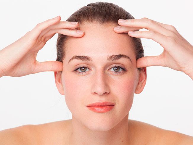 b081c3481 Masaje facial para aplicar la crema de noche, paso a paso - Bulevar Sur