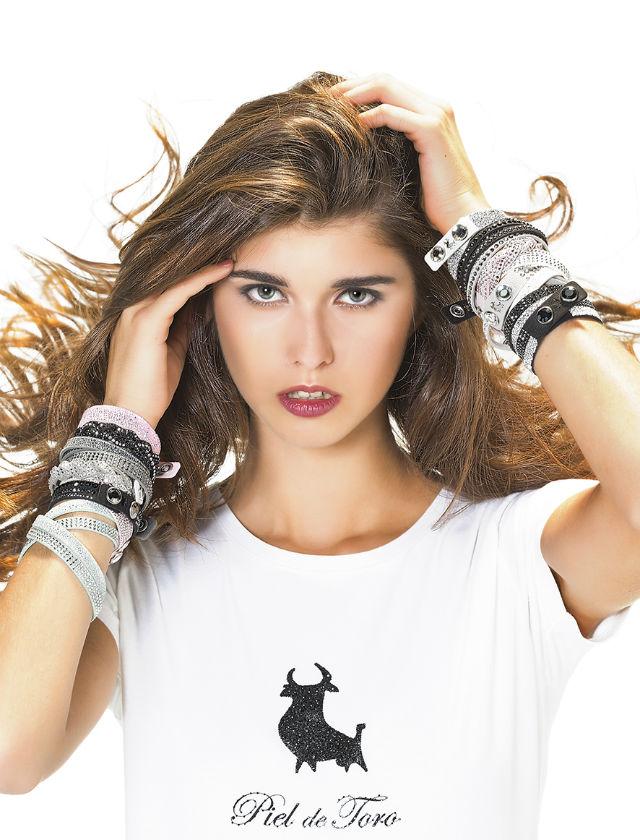Nueva colección de pulseras y camisetas de Piel de Toro en colaboración con Swarovski