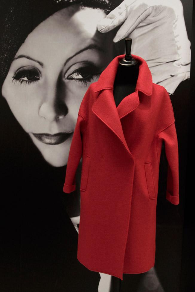 Abrigo rojo de la firma Annie P