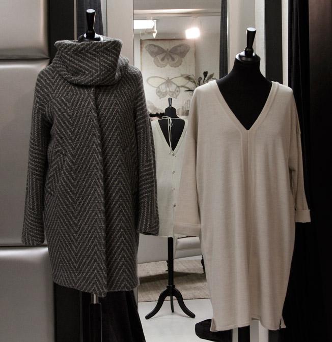 Abrigo y vestido de Isato