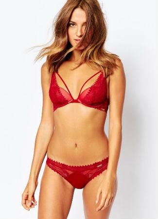 Ropa interior roja de Calvin Klein para Nochevieja