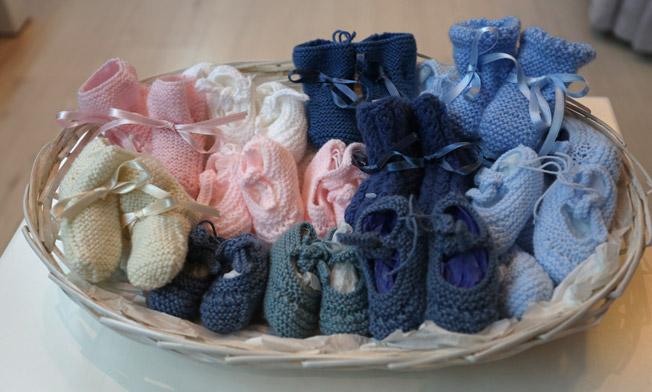 Variedad de artículos para recién nacidos