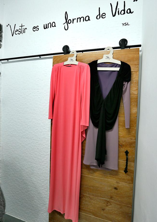 Vestidos en punto de seda ceñidos al cuerpo en diferentes colores de la firma Handel