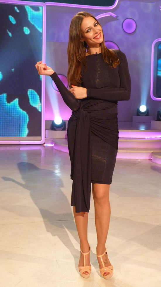 Eva González con vestido de Colour Nude