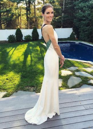 Hilary Rhoda con vestido de novia. Instagram