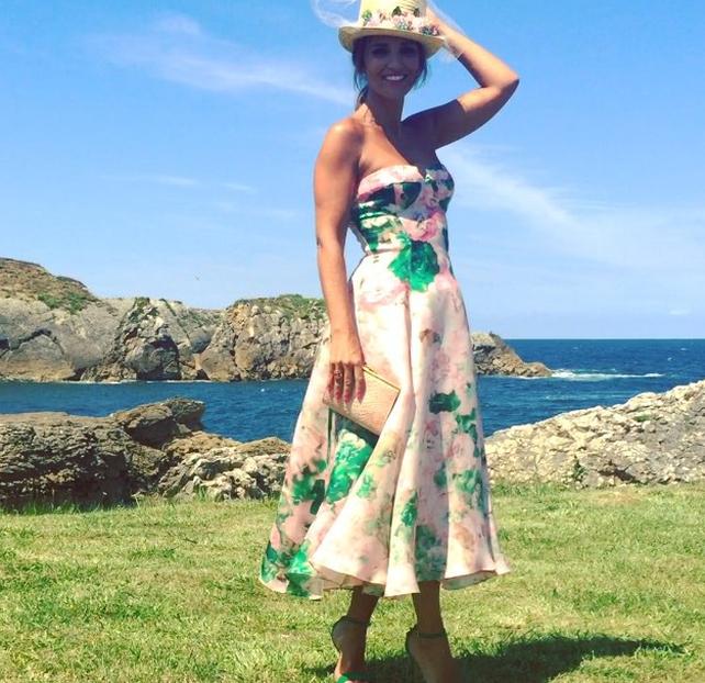El pasado verano para la boda del hermano de David Bustamante Paula Echevarría confió su sombrero y bolso a Mibuh. Instagram