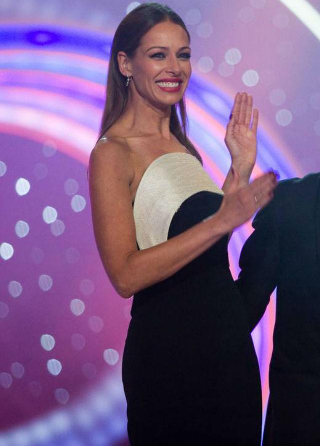 Eva González con diseño de Antonio García en la gala de Navidad de TVE