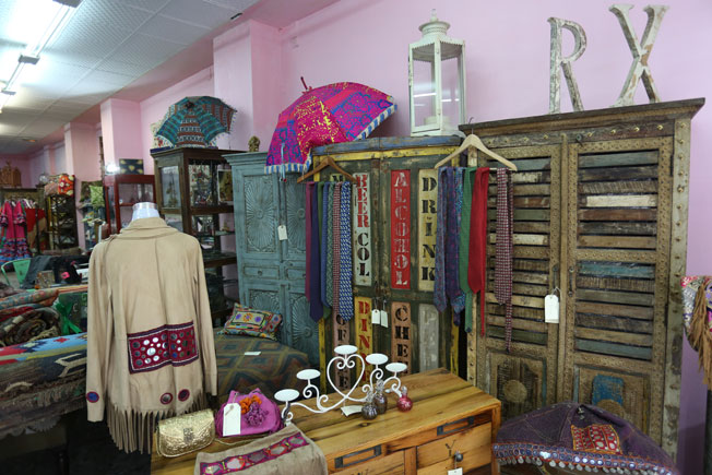 De tiendas por Sevilla: India Muebles - Bulevar Sur