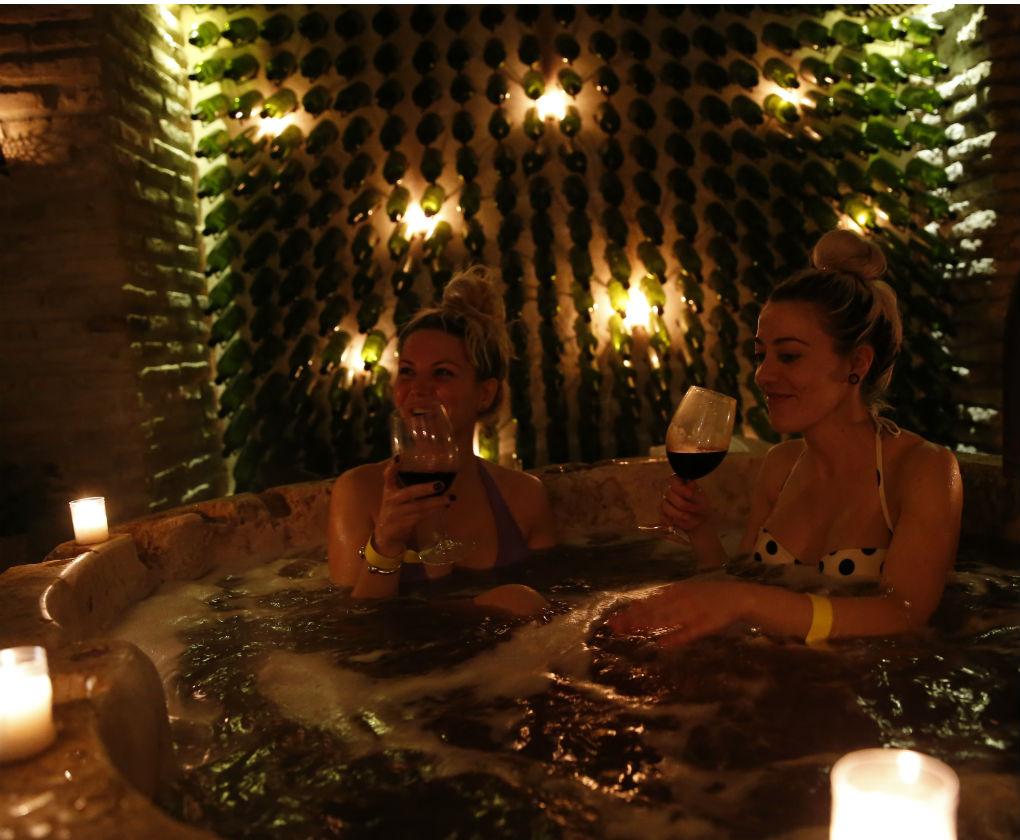 Baño de vino en el spa Aire en Sevilla, ruta #cosmetiktrip4. Antonio Ferrus