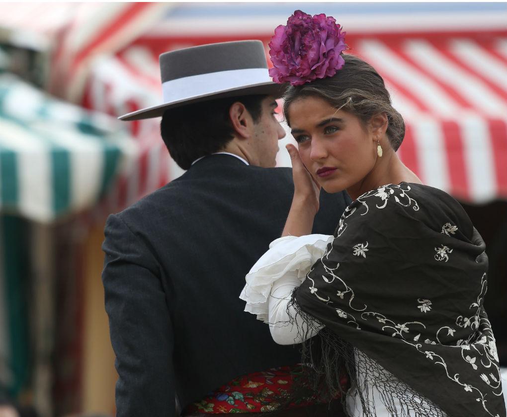 traje de flamenca y de corto o campero