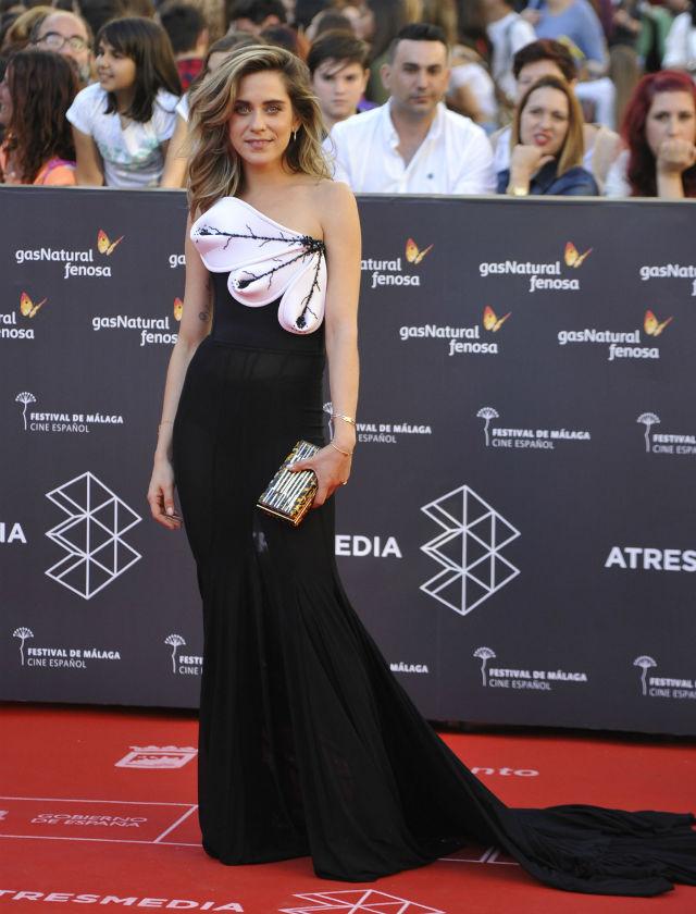 La actriz sevillana María León con diseño de Roberto Diz en el Festival de Málaga 2016. Foto: Francis Silva