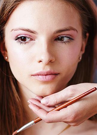 Realiza pruebas de maquillaje