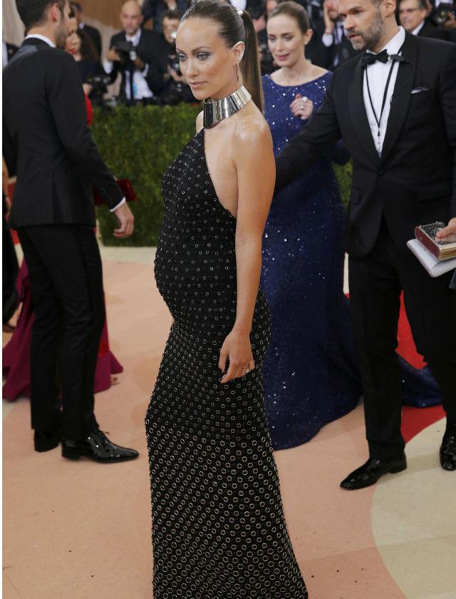 Famosas embarazadas vestidas de fiesta