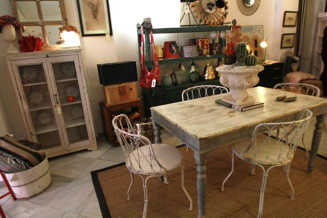 De tiendas por sevilla amparo garrido decoraci n for Muebles antiguos las palmas