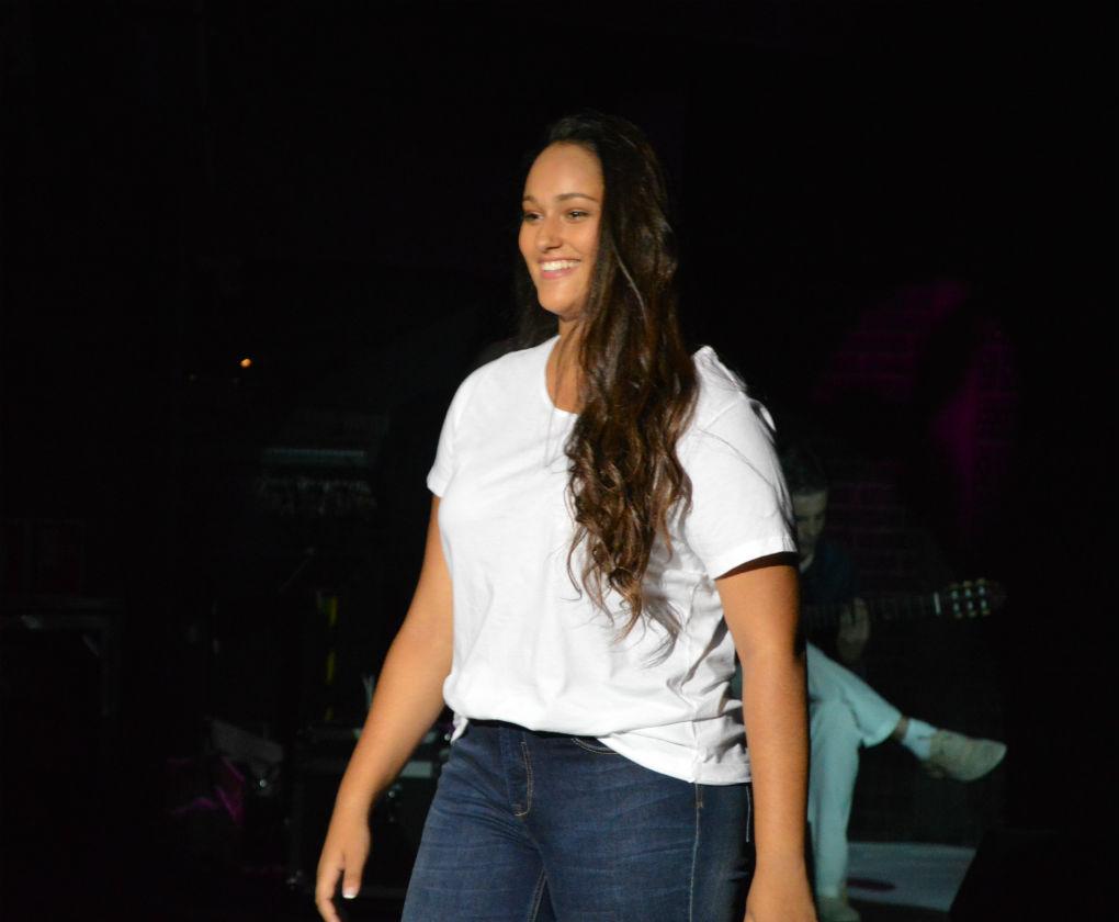 Iraya Villalba desfila durante el concurso de Modelos XL 2016