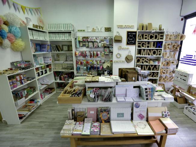 4a5b593cfb17 De tiendas por Sevilla  Papeleo - Bulevar Sur