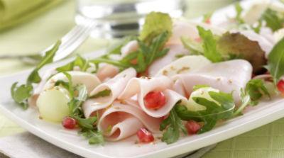 ensalada-de-pavo-rucula-melon-y-mozzarella-