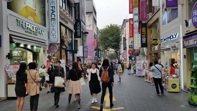 Myeong-Dong calle Seúl