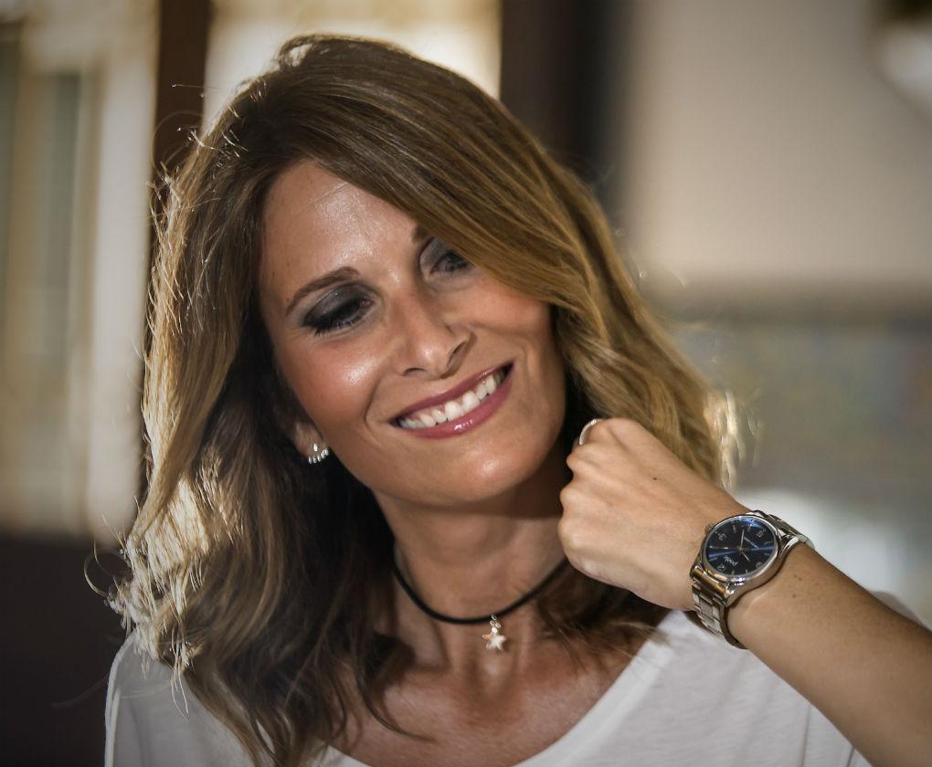 Clara Fernández de Molina con reloj de Poète. Foto: J.M. Serrano/Raúl Doblado