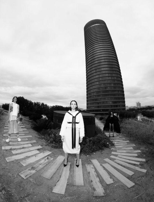 Urban shooting de la 14 edición de Andalucía de Moda con fotógrafos de moda en la Torre Sevilla. Foto: Chema Soler