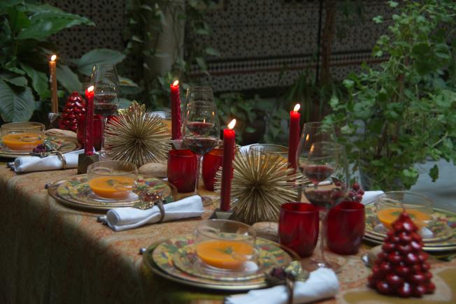 Dos estilos para decorar tu mesa de navidad y nochebuena for Vajillas para navidad