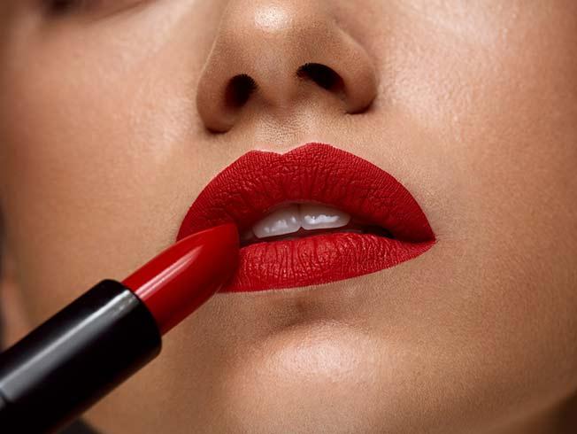 Cómo preparar los labios para un pintalabios mate