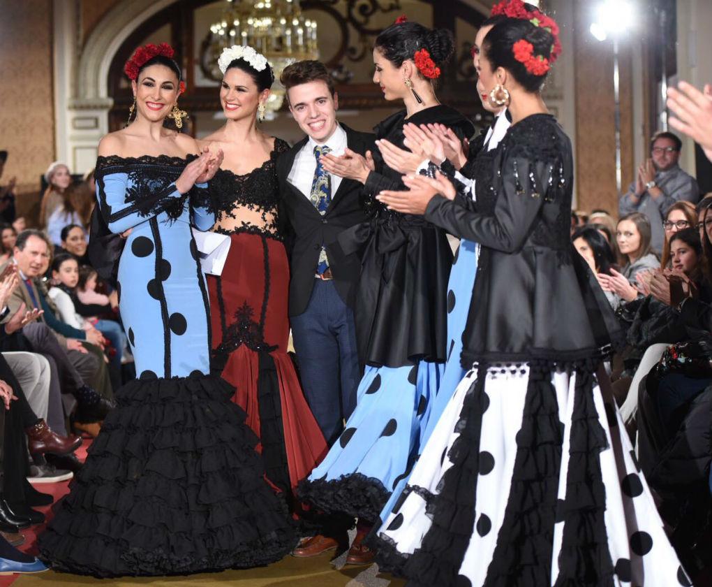 José Daniel Hernández ha sido el ganador del certamen de noveles de moda flamenca de la provincia de Sevilla 2017. Foto: Aníbal González