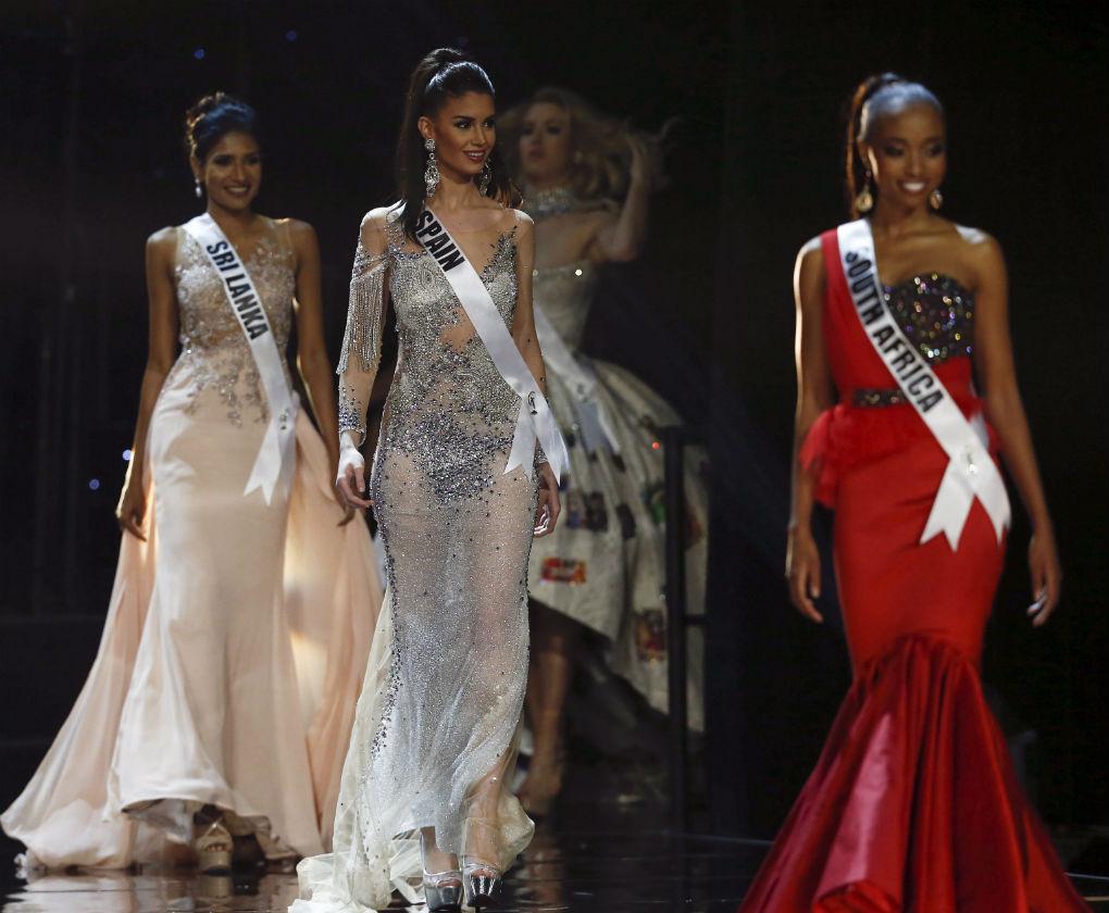 Noelia Freire en la prueba del vestido de gala con diseño de Pablo Lanzarote en Miss Universo. Foto: EFE