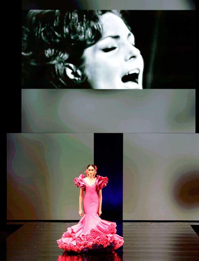 Su colección «Carmen» está inspirada en la gran artista Carmen Sevilla: un recorrido por su vida profesional, tanto en el cine como en la canción, en una suerte de homenaje. (J. M. Serrano / Vanessa Gómez)