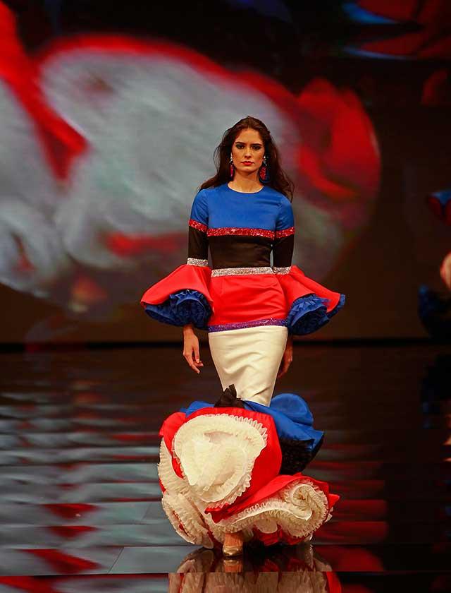 «D.I.V.A» es una colección inspirada en la mujer que viste el diseñador: una mujer fuerte, con personalidad, autosuficiente y segura de sí misma (Rocío Ruz / Raúl Doblado)