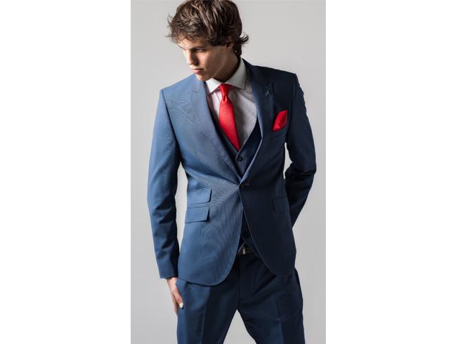 Para esta temporada la firma BOSTON nos presenta sus impecables colecciones  de trajes y americanas a precios asequibles ideales para estas fechas. c551e7dc1125
