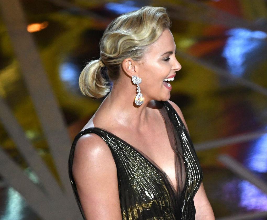 Coleta de Charlize Theron en los Oscar 2017