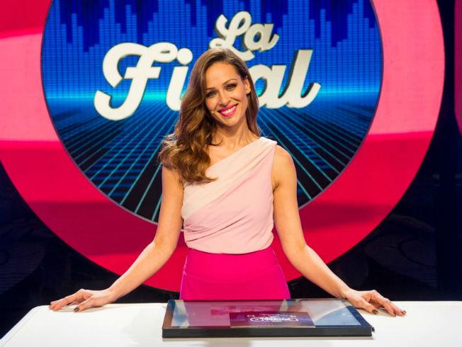 Analizamos el look de Eva González en el programa El gran reto musical
