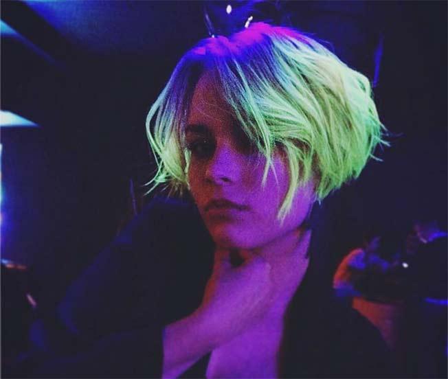 glow hair coloración que brilla en la oscuridad