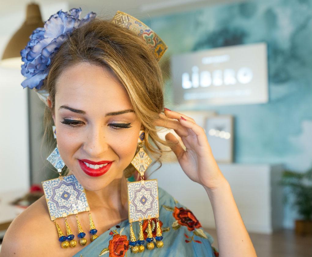 Paso a paso del maquillaje de día (natural clásico) para vestir de flamenca en la feria de Sevilla creado por Líbero (Quino Amador y Patricia Franco). Foto: Laura Álvarez
