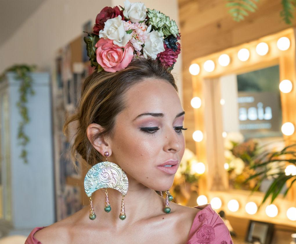Maquillaje de día (natural empolvado) para vestir de flamenca en la feria de Sevilla creado por Líbero (Quino Amador y Patricia Franco). Foto: Laura Álvarez