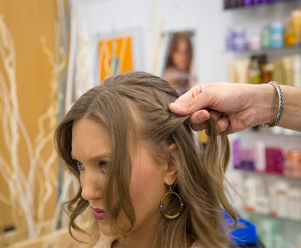 Ideas de peinados de flamenca: trenza de espiga múltiple, paso a paso (Foto: Laura Álvarez)