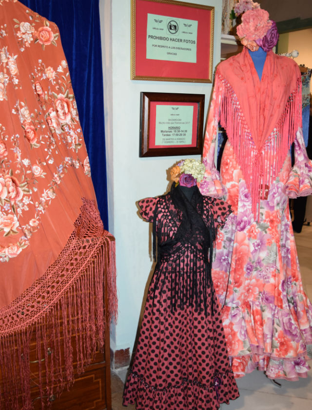 Showroom de trajes de flamenca en Libélula Shop en 2017