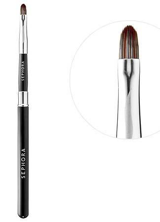 10 brochas de maquillaje imprescindibles en tu neceser: Brocha de labios