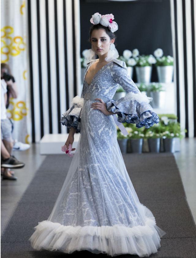 Diseño de Macarena Gallego para el V Certamen de Moda Flamenca en Ikea Sevilla. Foto: Santi Molina